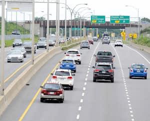 Une vue de l'autoroute Duplessis hier à Québec en fin de journée. La circulation y est plus fluide qu'à pareille date l'an dernier.