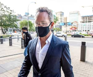 Éric Salvail, à son arrivée au palais de justice de Montréal en septembre dernier, juste avant d'apprendre que la Couronne pourra présenter de nouveaux témoins.
