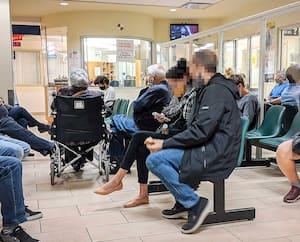 Le 9 septembre, l'urgence de l'Hôpitalde l'Enfant-Jésus, à Québec, était pleine à craquer, comme on le voit sur cette photo. Hier encore, elle était occupée à 115%.