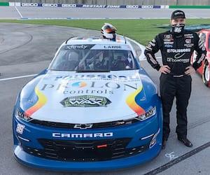 Le pilote québécois Alex Labbé s'est classé au 12e rang lors de l'épreuve de la série NASCAR Xfinity présentée samedi après-midi à Richmond, dans l'État de la Virginie.