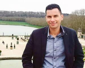 Quand la pandémie a éclaté, Alae Eddine Chtiha était en stage à Poitiers, en France, où on le voit ici. Il y a appris à brancher des patients atteints de COVID-19 sur des poumons artificiels. Il espère maintenant pouvoir contribuer à soignerdes Québécois.