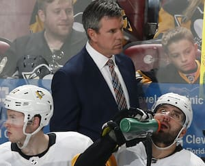 L'entraîneur-chef des Penguins de Pittsburgh, Mike Sullivan