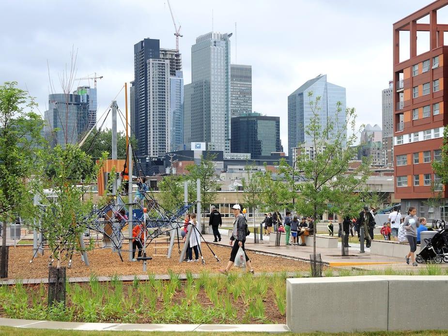 Le premier de six parcs pour enfants a été inauguré dans Griffintown dimanche le 10 juillet. Environ 400 familles habitent ce quartier.