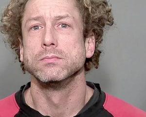 Simon Brind'Amour, aujourd'hui âgé de 38ans, aurait jeté la dépouille de sa conjointe, Josiane Arguin, dans ce conteneur du boulevard Crémazie à Montréal, en septembre 2018, après l'avoir tuée avec une queue de billard trouvée au sol.