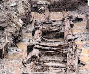 Les vestiges eurocanadiens les plus anciens découverts sur le site sont, sans conteste, le vestige de bois 4A101 (photo) et ses nombreuses composantes, d'après la firme Ruralys.