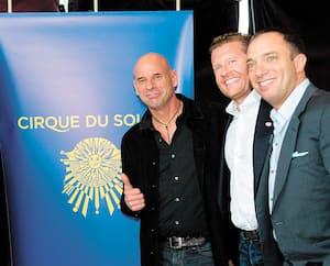 Daniel Lamarre, David Trujillo, associé chez TPG, Guy Laliberté (fondateur du Cirque), James Coulter, cofondateur de TPG Capital, et Mitch Garber à la conférence de presse au cours de laquelle on a annoncé la vente du Cirque, en avril 2015 à Montréal.