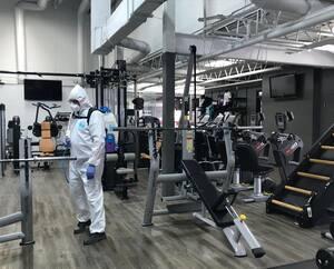 Le Gym Le Chalet, qui gère Tonic Crossfit à Québec, a entamé les procédures de désinfection de ses installations en vue d'une ouverture prochaine.