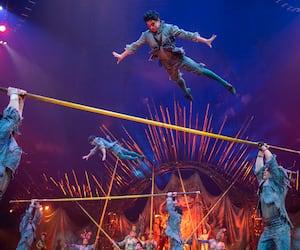 Daniel Lamarre, PDG du Cirque du Soleil, David Trujillo, associé chez TPG (actionnaire majoritaire), Guy Laliberté, James Coulter, cofondateur de TPG Capital, et Mitch Garber, président du CA du Cirque, le 17 avril 2015, lors de l'annonce de la vente à TPG.