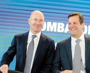 Pierre Beaudoin (à droite) président du CA de Bombardier aux côtés du PDG sortant de la compagnie, Alain Bellemare, qui a eu droit à une indemnité de départ de 18M$.