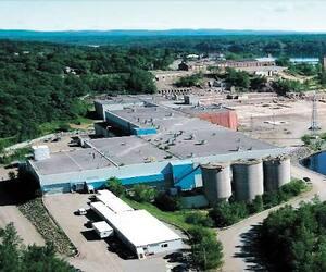 L'usine de Nemaska Lithium, à Shawinigan. C'est dans cette ville que l'entreprise planifiait de transformer le minerai de spodumène extrait de la mine Whabouchi, à 300 kilomètres au nord de Chibougamau, en sels de lithium à valeur ajoutée.