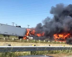 La violente collision en chaîne a causé un incendie en bordure de l'autoroute 440, le 5 août 2019. Quatre personnes ont perdu la vie et une quinzaine ont été blessées.