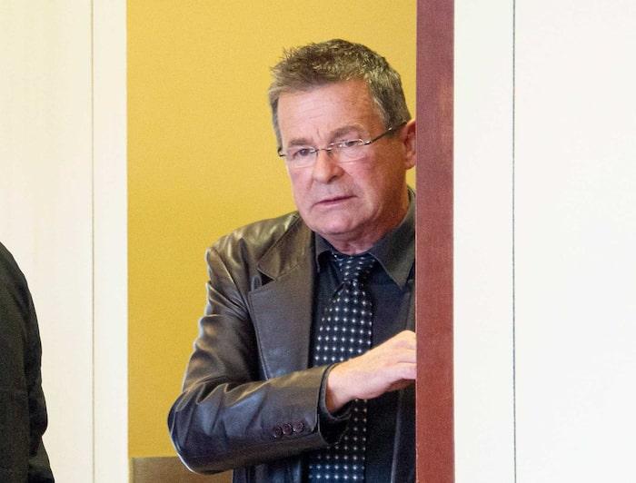 L'ex-maire de Terrebonne, Jean-Marc Robitaille, est accusé de corruption et d'abus de confiance.