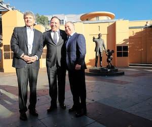 Le premier ministre du Québec, François Legault, a été accueilli chez Walt Disney Studios par deux coprésidents, Alan Horn et Alan Bergman. Des représentants de Fox, ABC, Disney+ et Marvel étaient aussi de la rencontre.