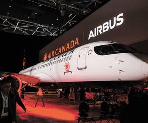 Le tout premier avion A220 d'Air Canada. Son numéro d'immatriculation, C-GROV, a été choisi en l'honneur de son PDG CalinRovinescu.