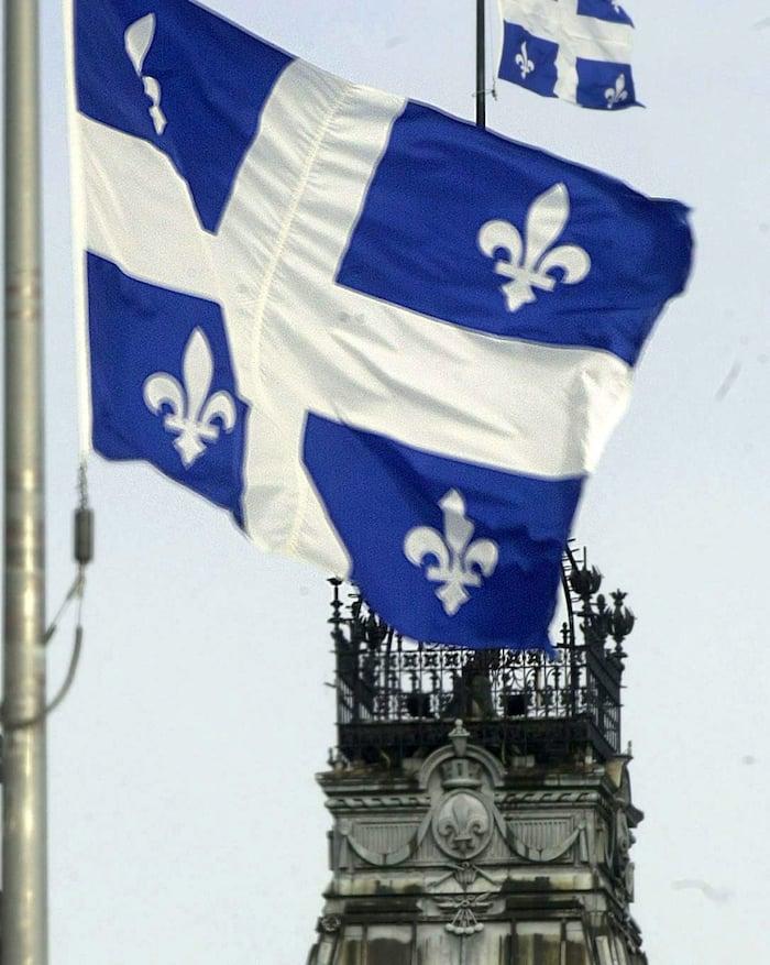 Parlement  de Quebecet drapeau du Quebec