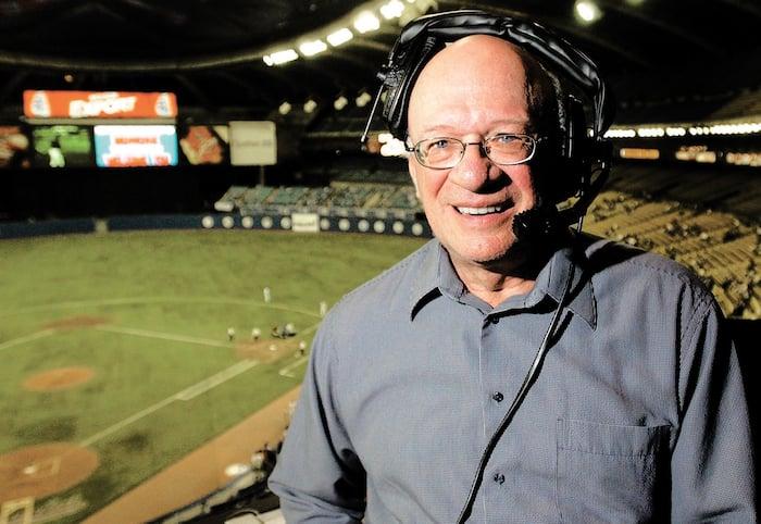 Jacques Doucet décrit des matchs de baseball depuis 1969.