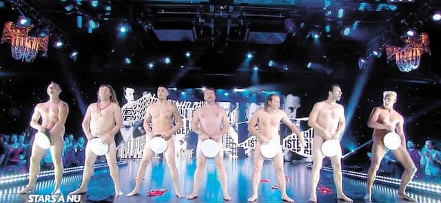 La chaîne TF1 a fait le plein de cotes d'écoute en présentant Stars à nu, une émission diffusée en deux parties dans laquelle une quinzaine de vedettes françaises se sont dénudées pour promouvoir la lutte contre le cancer.