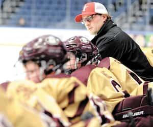 Freddy Meyer a marqué l'histoire du Tournoi international de hockey pee-wee de Québec en 1995. Il y est de retour cette semaine, 25 ans plus tard, mais cette fois en tant qu'entraîneur adjoint des Eagles Juniors de Boston.