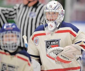 Hunter Dryden a fait honneur à son nom, samedi dernier, en réussissant un blanchissage dans une victoire de 3-0 des Rangers Juniors du Connecticut face aux Sélects de l'est de la Suisse.