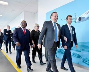 En février 2020, le Français Guillaume Faury (premier à partir de la droite), PDG d'Airbus, a été accueilli au Québec comme un roi par le premier ministre François Legault (à sa gauche). Deux ans plus tôt, le poids lourd du secteur aéronautique avait acquis la CSeries sans débourser un cent.