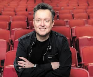 Mike Ward a animé différentes moutures de Sous Écoute depuis 2011. Il anime son podcast au Bordel Comédie Club de Montréal depuis 2015.