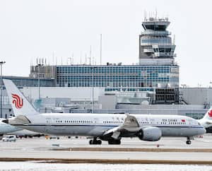 Le vol CA879 d'Air China en provenance de Pékin a atterri, mercredi, à l'aéroport international Pierre-Elliott-Trudeau de Montréal.