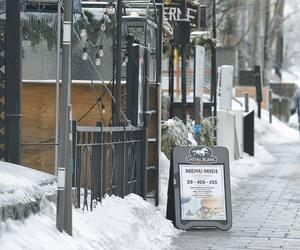Les commerçants de la Grande Allée à Québec s'inquiètent des effets négatifs du coronavirus, avec la baisse de l'achalandage touristique.