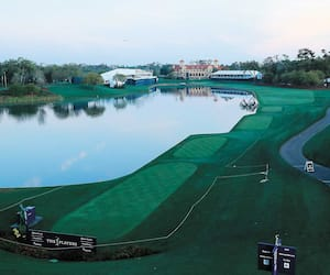 Une vue d'ensemble du 18e trou du Stadium Course complètement vide après l'annonce du commissaire de la PGA Jay Monahan d'annuler le Championnat des joueurs, vendredi à Ponte Vedra Beach.