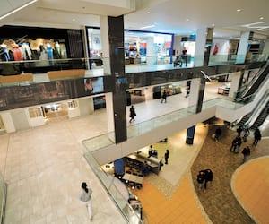 Les commerces du Centre Eaton, à Montréal, ne croulaient pas sous le poids des clients hier.