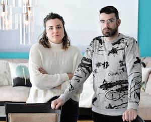 Caroline Landry et son conjoint, Dominic Lemieux, ont perdu pratiquement tous les contrats que leur entreprise en création d'éclairage événementiel avait pour les prochains mois. C'est 100% de leur revenu familial qui s'est envolé avec la COVID-19.