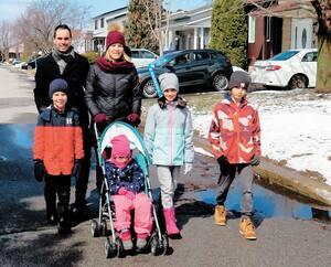 Éric Yvan Lemay, adjoint au directeur du Bureau d'enquête, fait une marche dans son quartier en compagnie de sa conjointe, Lysanne, et de leurs enfants, Léo, 7 ans, Juliette, 4 ans, Alice, 9 ans et Édouard, 11 ans.