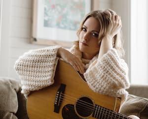 La chanteuse Andréanne A. Malette fait paraître la chanson Le brasier, le 23 mars 2020.