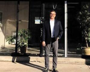 Le Groupe Calko a été fondé à la fin des années 1950. Ci-dessus, son président, Jeffrey Ayoub, devant les locaux montréalais.