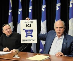 François Legault et son ministre de l'Économie Pierre Fitzgibbon, en conférence de presse, pour lancer le programme d'achat local.