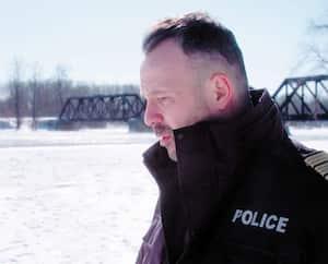 <i>District 31 – Au-delà de l'uniforme</i> comprend plusieurs histoires qui font du bien, comme celle du sauvetage héroïque réalisé par Jean-François Rousselle, inspecteur-chef des ressources humaines, à Laval.