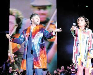 Pierre Lapointe et Ariane Moffatt lors du spectacle de la Fête nationale sur les Plaines, en 2019.