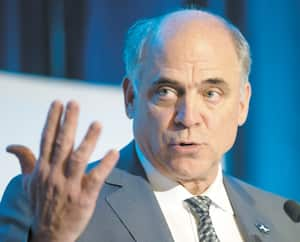 Pierre Fitzgibbon, ministre de l'Économie et de l'Innovation en visioconférence lors de la séance avec les députés d'opposition le vendredi le 24 avril 2020.