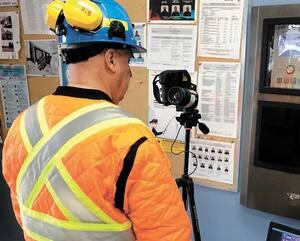 En Abitibi, des contrôles ont aussi été mis en place. Ainsi, à la mine d'or LaRonde, située à 47 km de Rouyn-Noranda, une technologie de sauvetage a été adaptée afin de mesurer la température des travailleurs.
