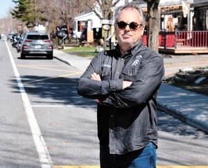 Le maire de Bromont, Louis Villeneuve, a noté qu'il y avait plus de monde dans sa ville récemment malgré que Québec demande aux citoyens de limiter leurs déplacements.