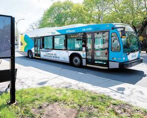 Cinq autobus de la Société de transport de Montréal ont été transformés en cliniques de dépistages mobiles. Le Journal a eu la chance d'en visiter un mardi.