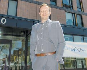 Frédéric Asselin, directeur général du CHSLD Angus, a fermé le centre aux visiteurs dès le 13 mars.