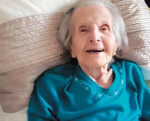 Thérèse Malo-Meilleur, âgée de 102ans, a survécu à la COVID-19 au plus grand soulagement de ses proches qui ont vécu des jours d'angoisse, craignant de la perdre.