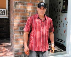 Adil Saksak et sa famille ont dû vivre pendant des années dans un logement insalubre, avec entre autres des infiltrations d'eau usée qui coulait du plafond de la chambre à coucher, juste au-dessus du lit. La Régie du logement a ordonné cette semaine au propriétaire de leur verser près de 23 000$ en compensation.
