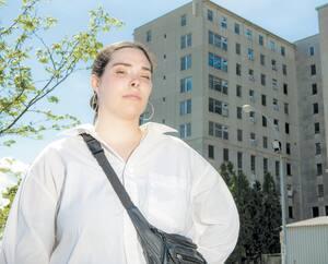 Tamara Boivin-Nantel a dû attendre près de trois semaines pour aller au chevet de son père de 63 ans, Mario Boivin au CHSLD Jeanne-Le Ber à Montréal, même si elle est son aidante naturelle et qu'il est atteint d'un cancer et de la COVID-19.