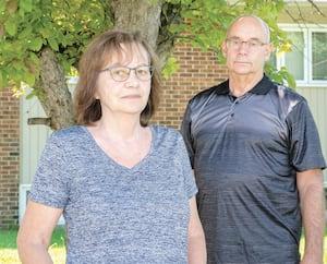 Nicole et Michel Proulx, craignant pour la santé mentale de leur proche en ressource intermédiaire, cherchaient depuis deux semaines à lui rendre visite, sans succès. Mais les appels du Journal ont permis à la famille d'obtenir un rendez-vous en quelques heures.