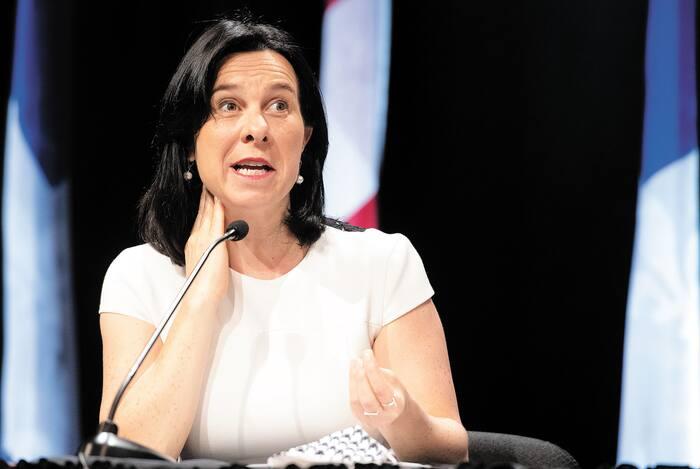 Voilà qu'enfin, Valérie Plante, mairesse de Montréal, annonce l'imposition du masque dans les lieux publics clos dès le 27 juillet.