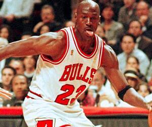 Considéré comme le meilleur joueur de l'histoire de la NBA, Michael Jordan a remporté plusieurs honneurs dans sa carrière incluant le titre de la recrue de l'année en 1985.