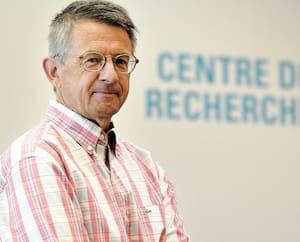 Le Dr Guy Boivin dirige une équipe franco-québécoise à partir du Centre de recherche du CHU de Québec-Université Laval. Il mise sur le «repositionnement thérapeutique», soit l'utilisation de médicaments existants pour traiter la COVID-19.