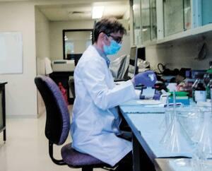 Les chercheurs de la biopharmaceutique montréalaise Glycovax travaillaient sur un vaccin contre certains cancers, notamment celui du sein, lorsqu'est arrivée la COVID-19. Ils ont pris la décision de réorienter leurs recherches.