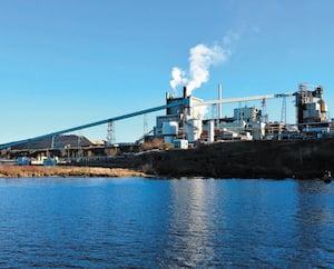 L'usine WestRock de La Tuque, qui emploie 450 personnes,serait le plus gros pollueur au Québec sans la biomasse.